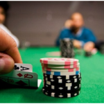 ¿No sabes jugar al poker? Aprender a jugar como un experto