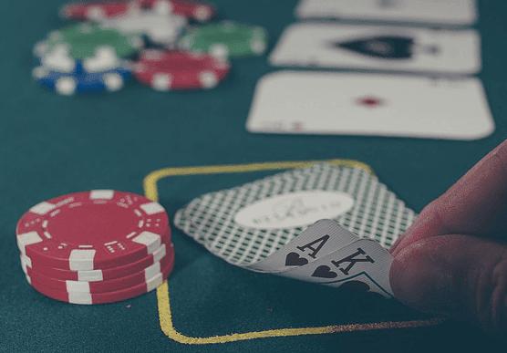 Jugar dos cartas en el Póker Texas Hold'em