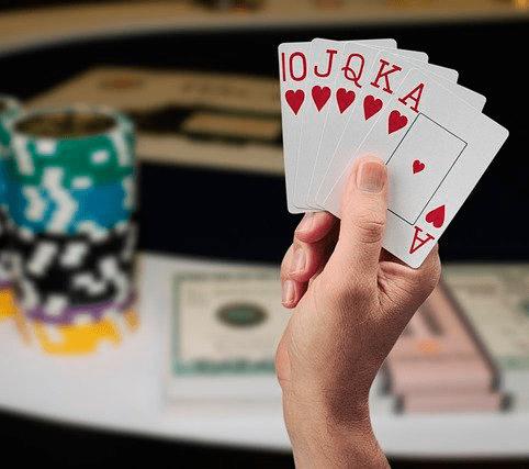 Éxito jugando al póker